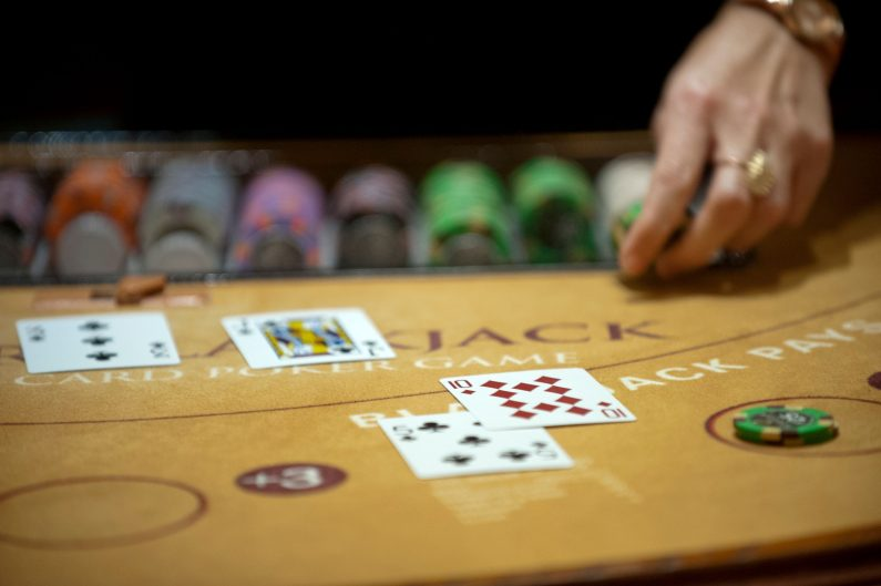 Have An Adventure With The Online Edition Of Table Poker Game