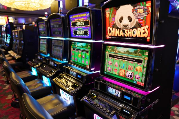 An Overview To Select The Ideal Online Casino To Dip Into